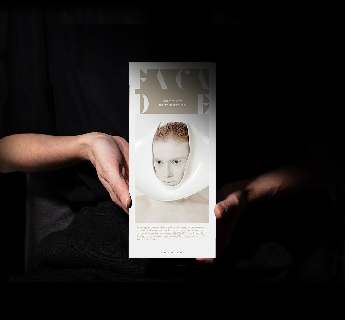 brochure holding mu
